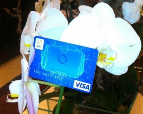 Дарим карты QIWI Visa Plastic на 8 Марта!