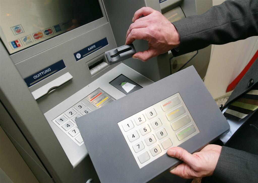 Кража данных кредитных карт через банкоматы