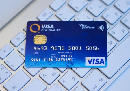 Пластиковая карта QIWI Visa Plastic PayWave