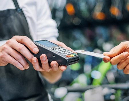 Как работает кэшбэк при оплате банковской картой?