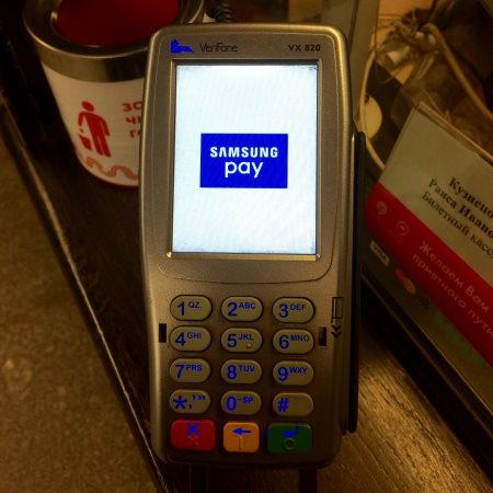 Как расплачиваться смартфоном с Samsung Pay?
